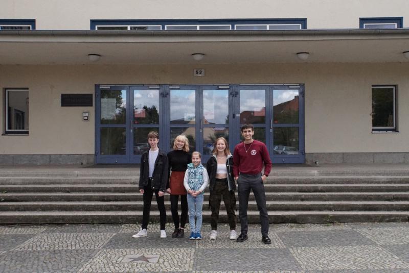 von links nach rechts: Marco Hartmann (Schülersprecher), Talina Mancke (beide Jahrgang 12), Luise Constanze Lüppker (Jg. 8), Maja Sajduk (Jg. 10) und Maximilian Kugler (Jg. 12)