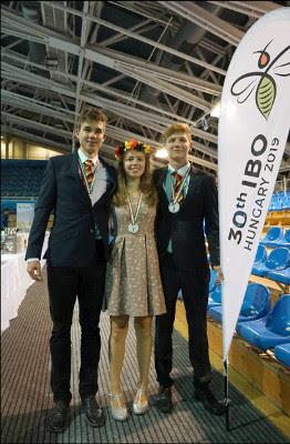 Fabian Kutz (Bronze), Nantje Nageler (Bronze), Bruno Ederer (Silber). Es fehlt Christoph Doktor (Bronze), der aufgrund der verschobenen Medaillenvergabe bereits abreisen musste.